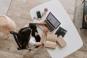 Donne e lavoro negli scritti di Giuseppe Pera